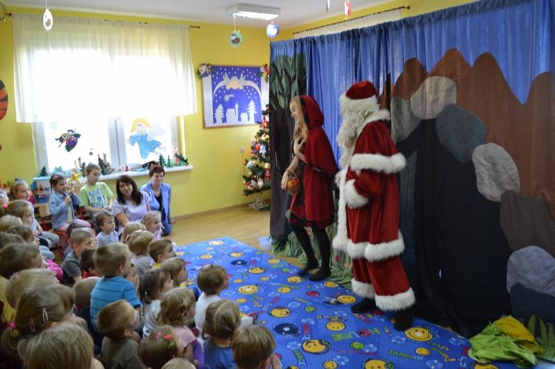 """Przedstawienie """"Mikołaj i Czerwony Kapturek"""""""